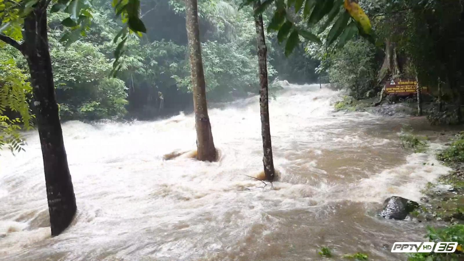 น้ำป่าชายแดนไทยพม่า ทะลักลงสู่น้ำตกป่าละอู หัวหิน (คลิป)