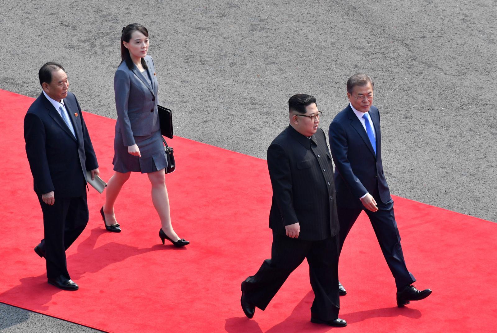 """""""คิม จอง-อึน"""" ข้ามแดนพบผู้นำเกาหลีใต้ เปิดประวัติศาสตร์โลกบทใหม่"""