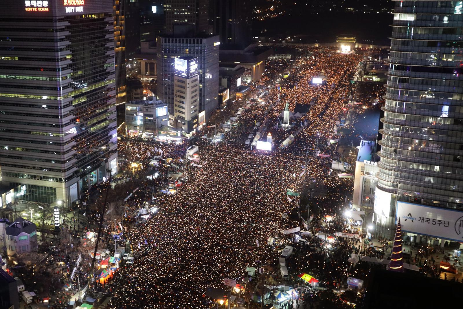 เกาหลีใต้ชุมนุมขับไล่ประธานาธิบดีต่อเนื่องสัปดาห์ที่ 6