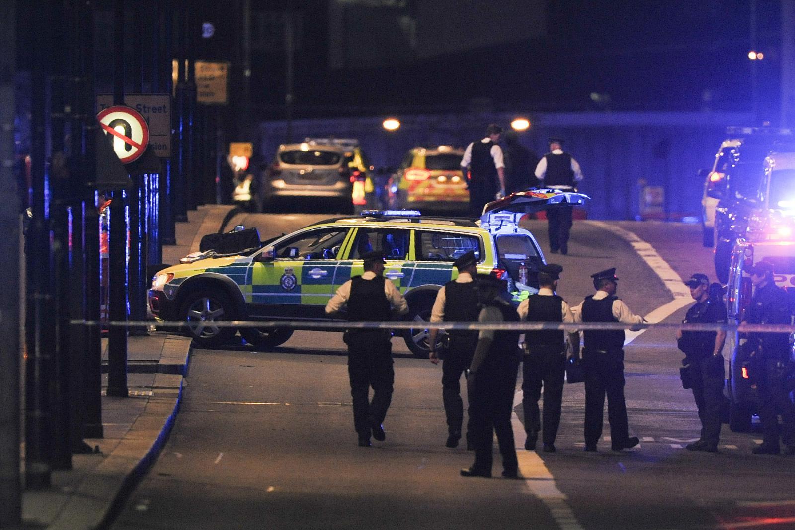 คนร้ายขับรถพุ่งชน-ไล่แทงคนกลางกรุงลอนดอน ตาย 6 คน