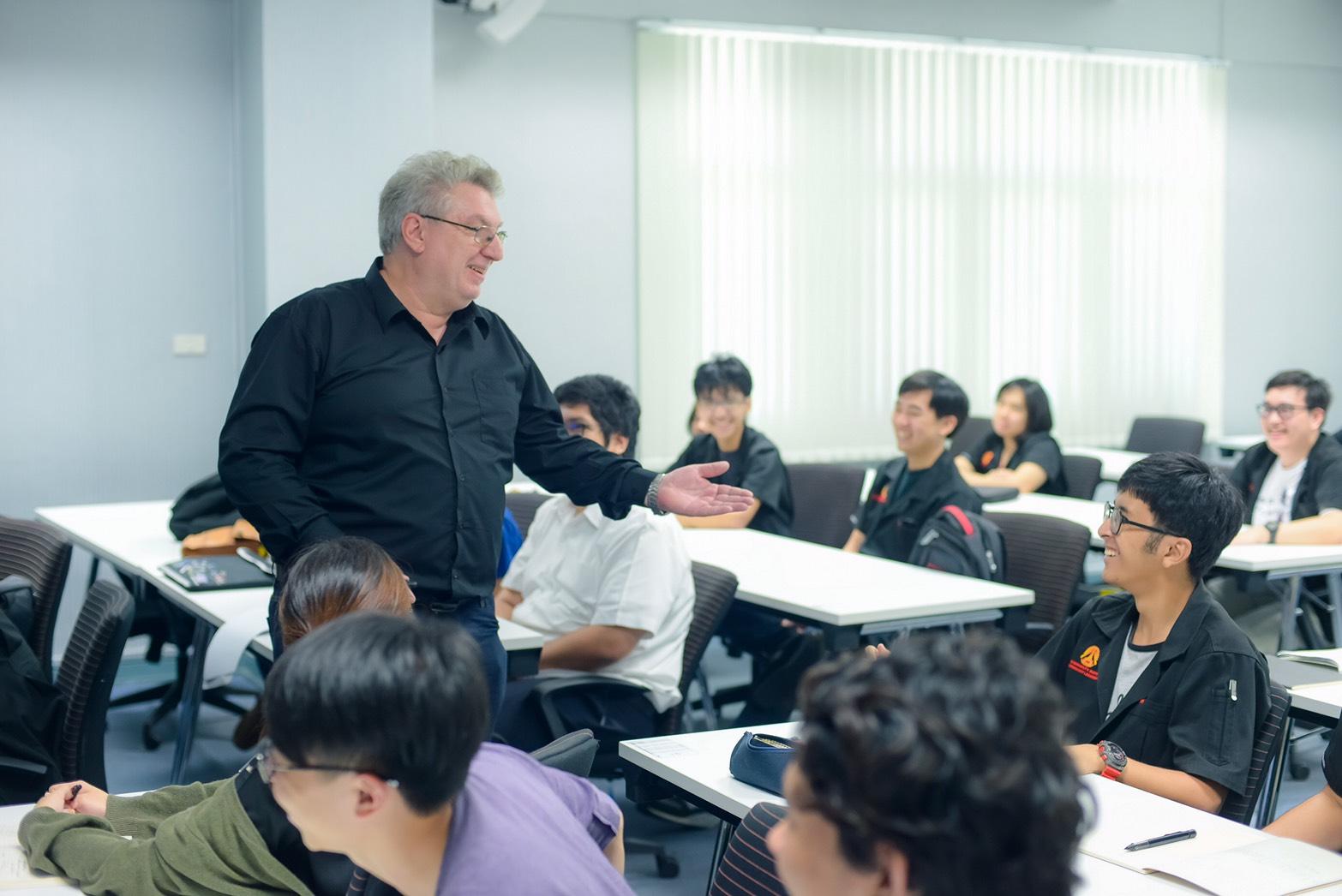 """สจล. เดินหน้าภารกิจก้าวกระโดดสู่ """"ประเทศไทย 4.0"""""""