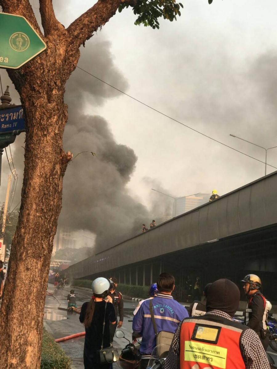 เพลิงไหม้กองขยะใต้สะพานไทย-เบลเยี่ยม พบโครงสร้างสะพานเสียหาย