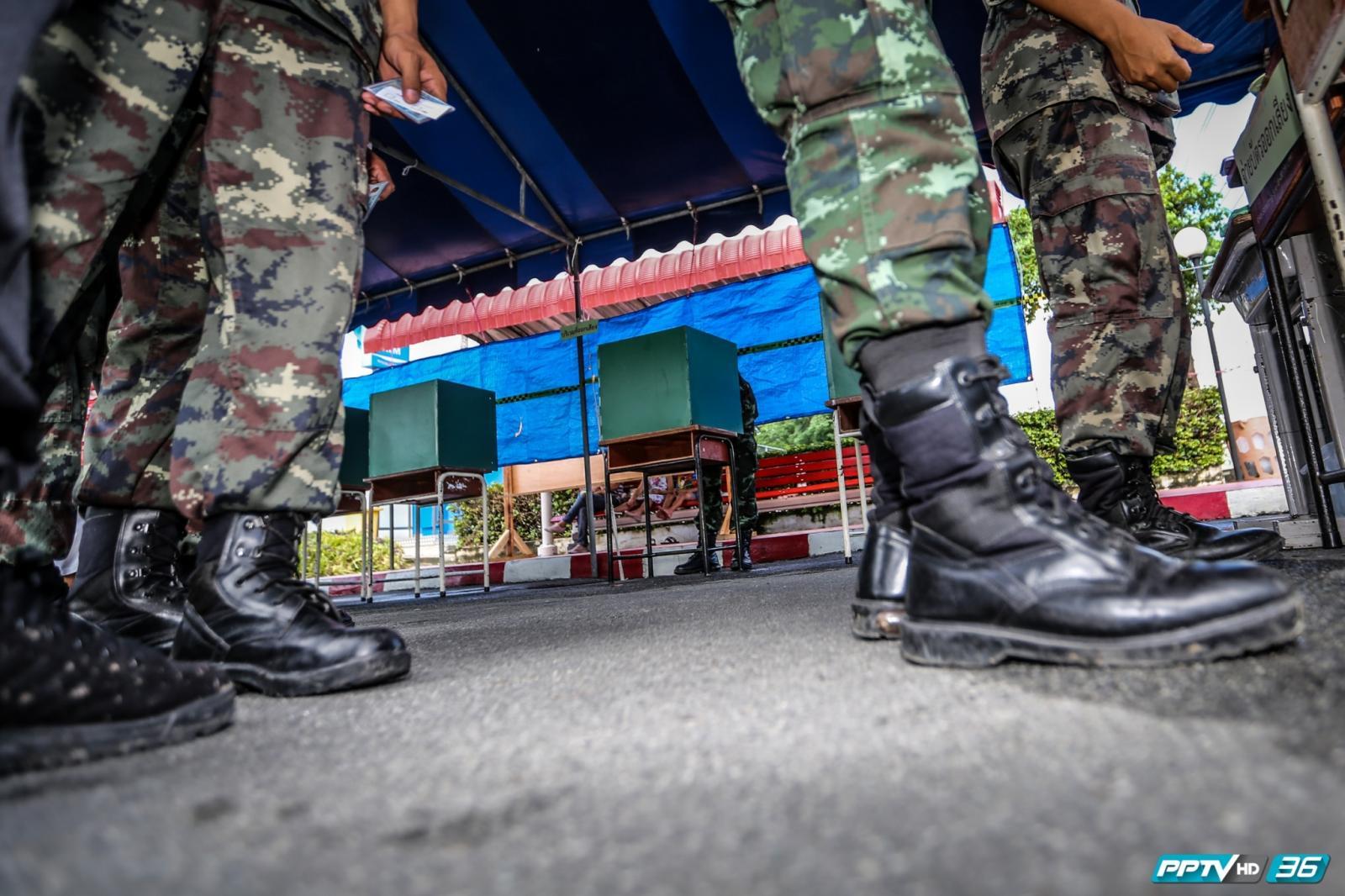ทหารแห่ใช้สิทธิ์ลงคะแนนเสียงประชามติ