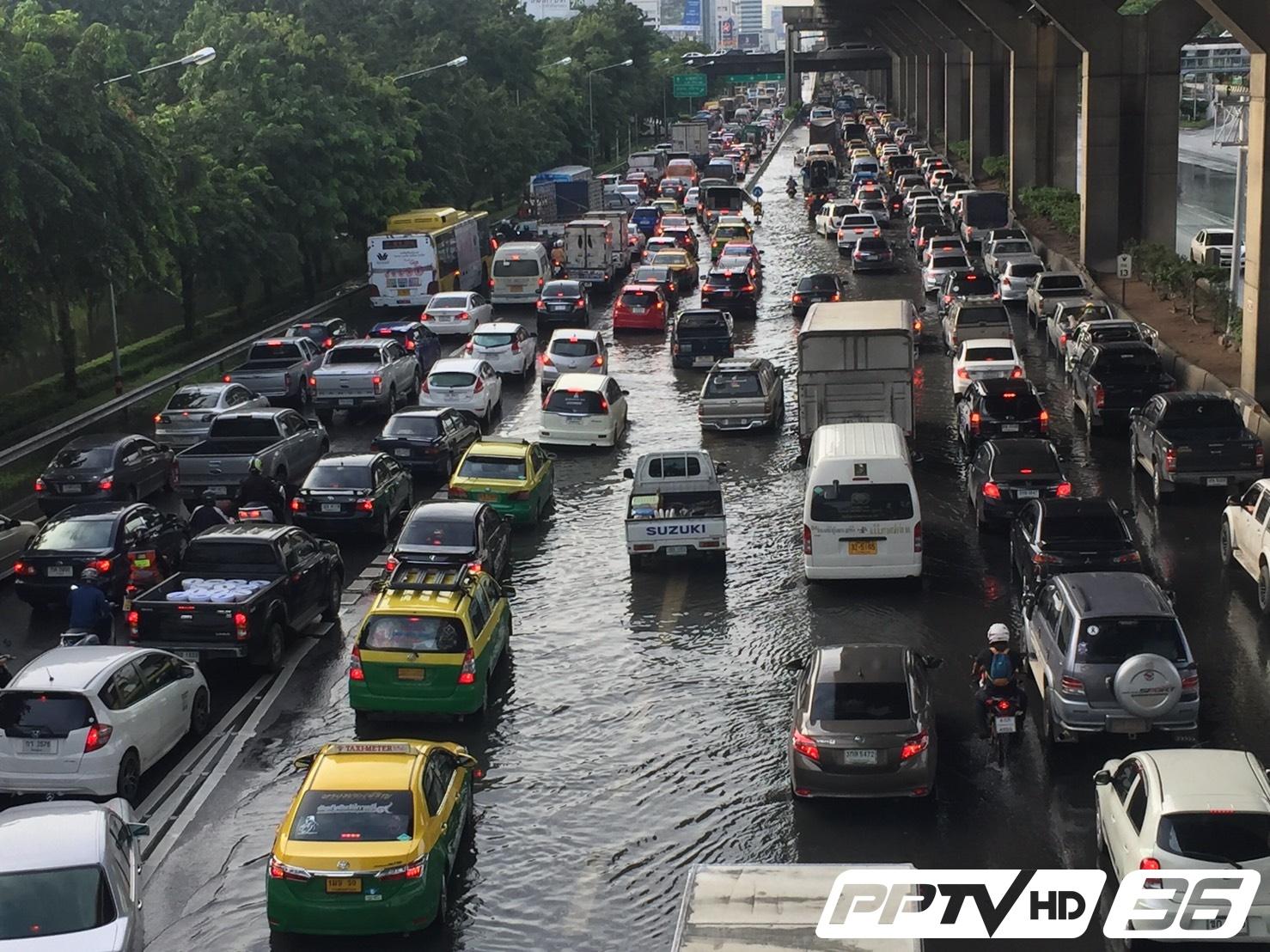 สาหัส! น้ำท่วมขังทั่วกรุงเทพฯ หลังฝนถล่มกลางดึก