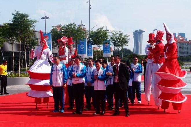 """""""บิ๊กต้อม"""" นำทัพนักกีฬาไทยเข้าร่วมพิธีเชิญธงกีฬาซีเกมส์ ครั้งที่ 28"""