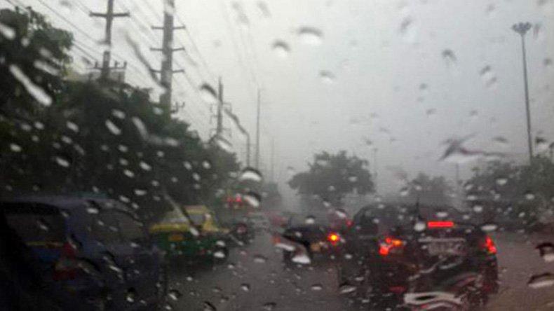 อุตุฯ เผยทั่วไทยฝนแน่น-หนักบางพื้นที่ กทม.ตก 70%