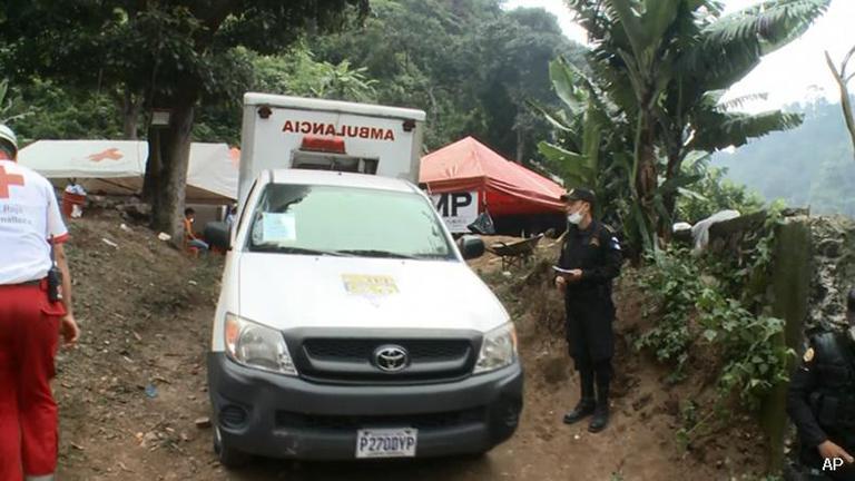 สลด! หน่วยกู้ภัยเก็บร่างทารกได้ 2 รายหลังเกิดดินถล่มในกัวเตมาลา