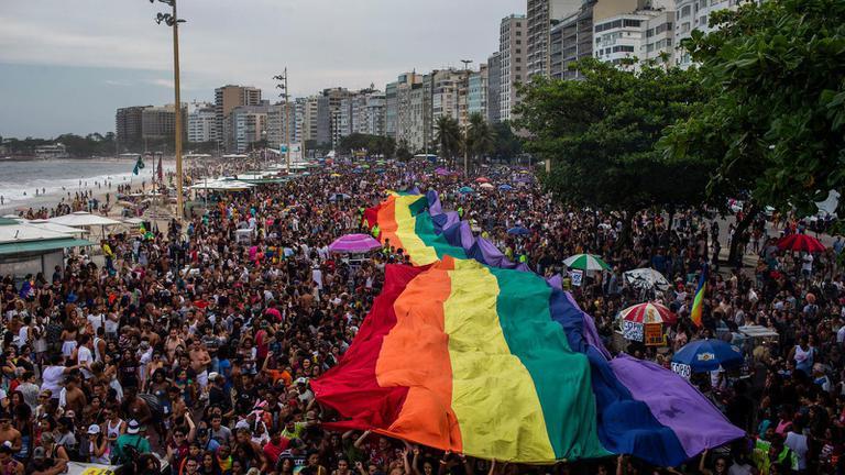 """""""บราซิล""""  ให้ความเกลียดชังคนรักเพศเดียวกันเป็นอาชญากรรม"""