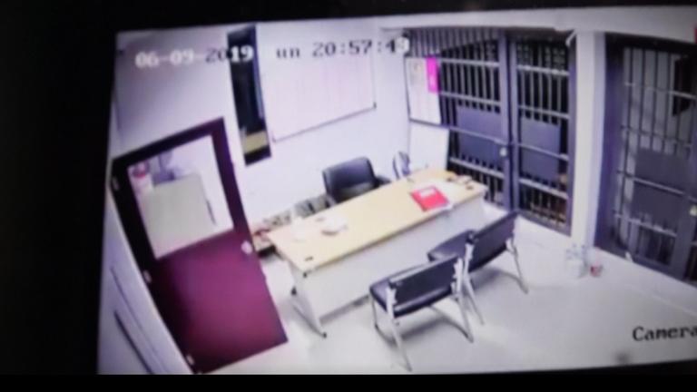 ผู้ต้องหาฉ้อโกง หนีออกจากห้องขัง  สภ.สวี คาดตำรวจรู้เห็น