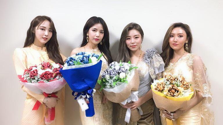 MAMAMOO ใส่ชุดไทยอวดความน่ารักในงานแฟนมีตติ้งครั้งแรก!!!