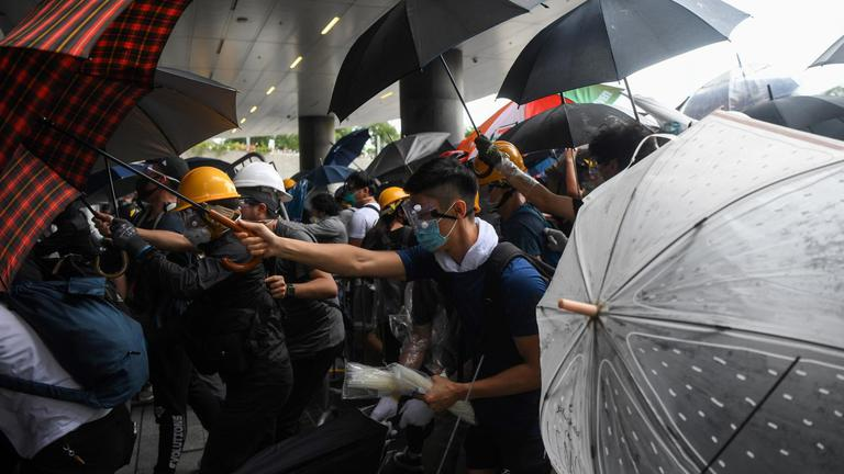 จีน โดดขวางผู้นำฮ่องกง ลาออก ท่ามกลางแรงกดดันจากผู้ชุมนุม
