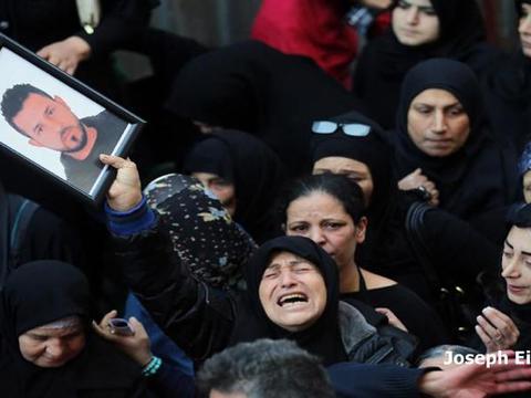 น่ายกย่อง! พ่อ-ลูกชาวเลบานอน กระโดดทับระเบิด ช่วยชีวิตคนนับร้อย