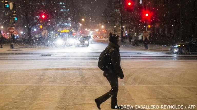 สหรัฐประกาศภาวะฉุกเฉินหลายรัฐรับมือพายุหิมะถล่ม- 3,000 เที่ยวบินถูกยกเลิก