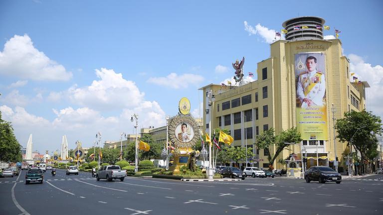 พสกนิกรจัดเตรียมพื้นที่ ถนนหนทาง และอาคารในพื้นที่เกี่ยวข้อง  เพื่อรองรับพระราชพิธีบรมราชาภิเษก พุทธศักราช ๒๕๖๒  พระราชพิธีมหามงคลของปวงชนชาวไทย