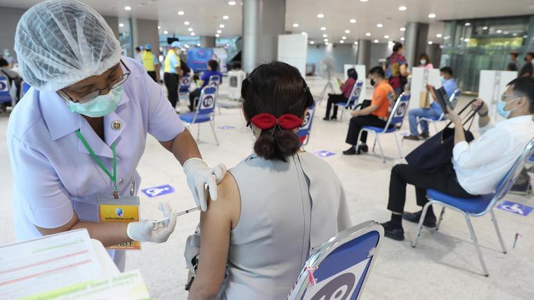 ศูนย์ฉีดวัคซีนโควิดกลางบางซื่อ (Central Vaccination Center)