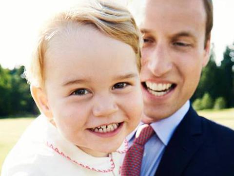 """อังกฤษเผยพระฉายาลักษณ์ """"เจ้าชายจอร์จ"""" เนื่องในโอกาสพระชันษาครบ 2 ปี"""