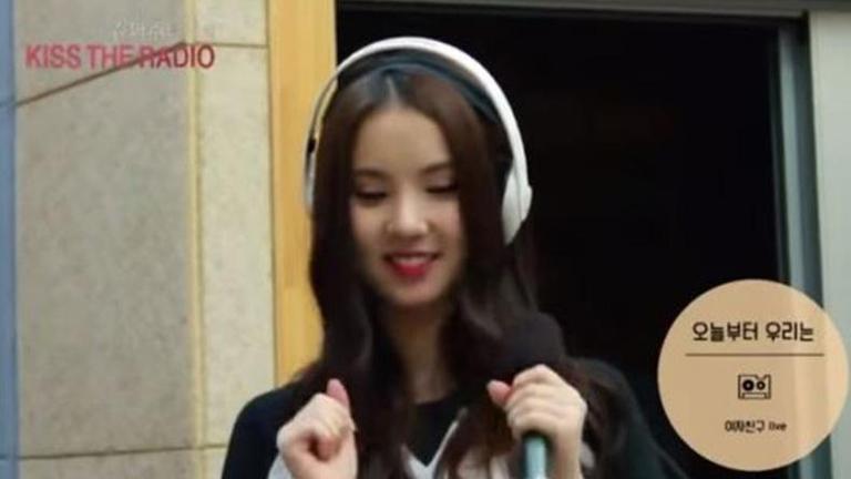 """""""อึนฮา G-Friend"""" โป๊ะแตกหลุดลิปซิงค์กลางรายการวิทยุ (คลิป)"""