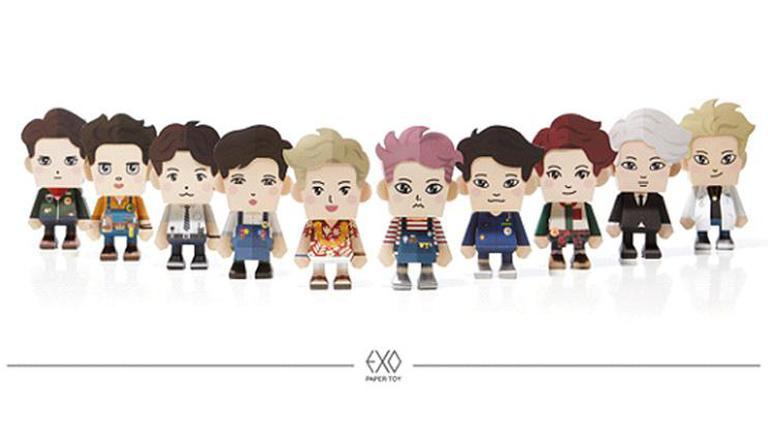 """ชาวเน็ตจีนฉุน SM เพิ่ม """"เทา"""" เข้าไปในสินค้าตุ๊กตากระดาษของ """"EXO"""""""