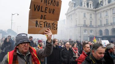 รัฐบาลฝรั่งเศสเจรจาสหภาพแรงงาน หวังยุติการประท้วง