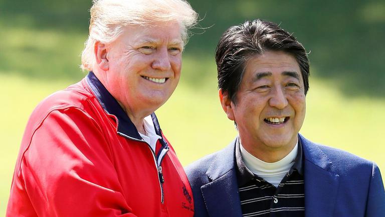 """""""ทรัมป์"""" เปิดฉากเยือนญี่ปุ่น ออกรอบตีกอล์ฟสุดชื่นมื่น"""