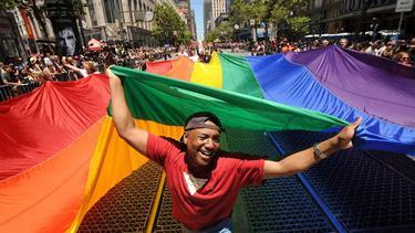 """GLBT"" จากสีชมพู สู่สีม่วง ถึงสีรุ้ง เพื่อจุดมุ่งหมายความเท่าเทียมทางเพศ"