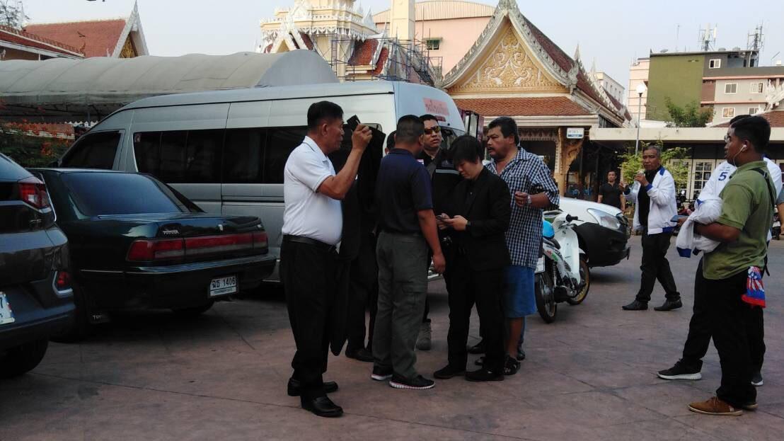 """หวิดวางมวย !! ทีมหาเสียง """"เพื่อไทย-พลังประชารัฐ"""" เขตบางกะปิ"""