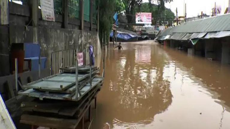 แม่น้ำสายเอ่อท่วมตลาดชายแดนไทย-เมียนมาร์ สูงกว่า 1 เมตร
