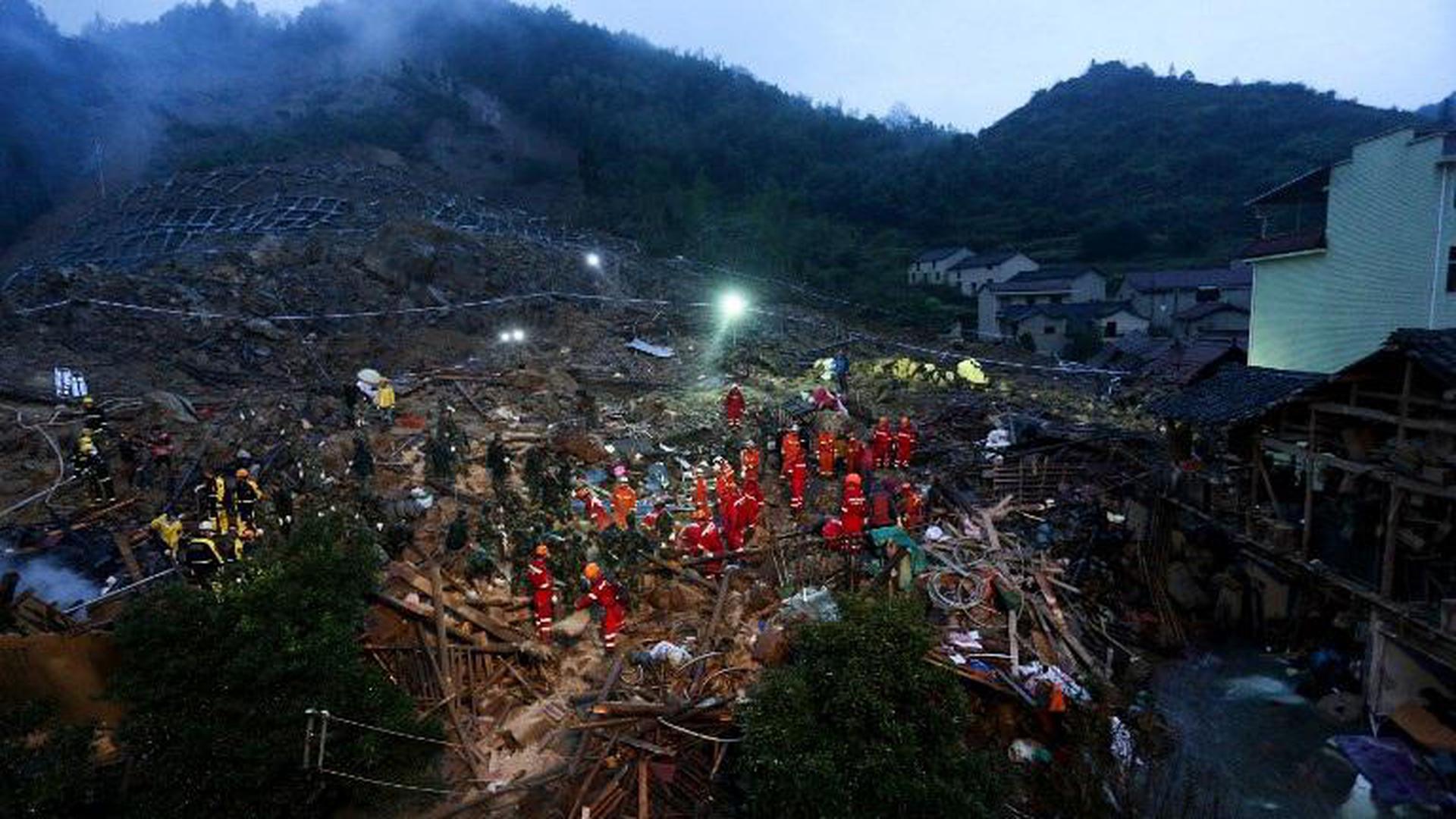 เหตุดินถล่มในจีน รอดชีวิต 8 ราย สูญหายนับสิบราย