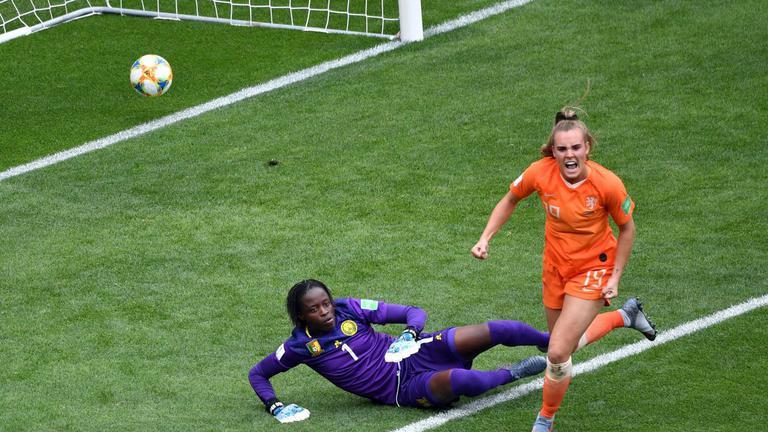 """ฟุตบอลโลกหญิง """"เนเธอร์แลนด์"""" ควง """"แคนาดา"""" ลิ่วรอบน็อคเอาท์"""