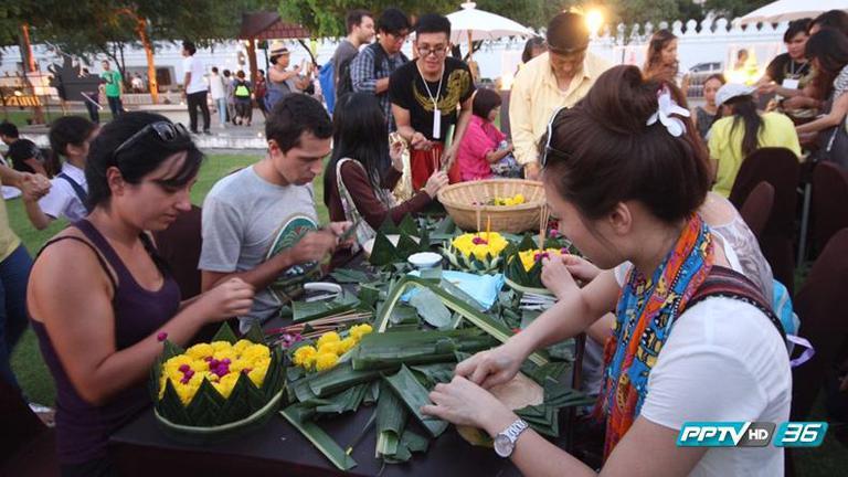 คึกคัก! นักท่องเที่ยวแห่ร่วมงานเทศกาลสีสันแห่งสายน้ำ มหกรรมลอยกระทง ปี 2558