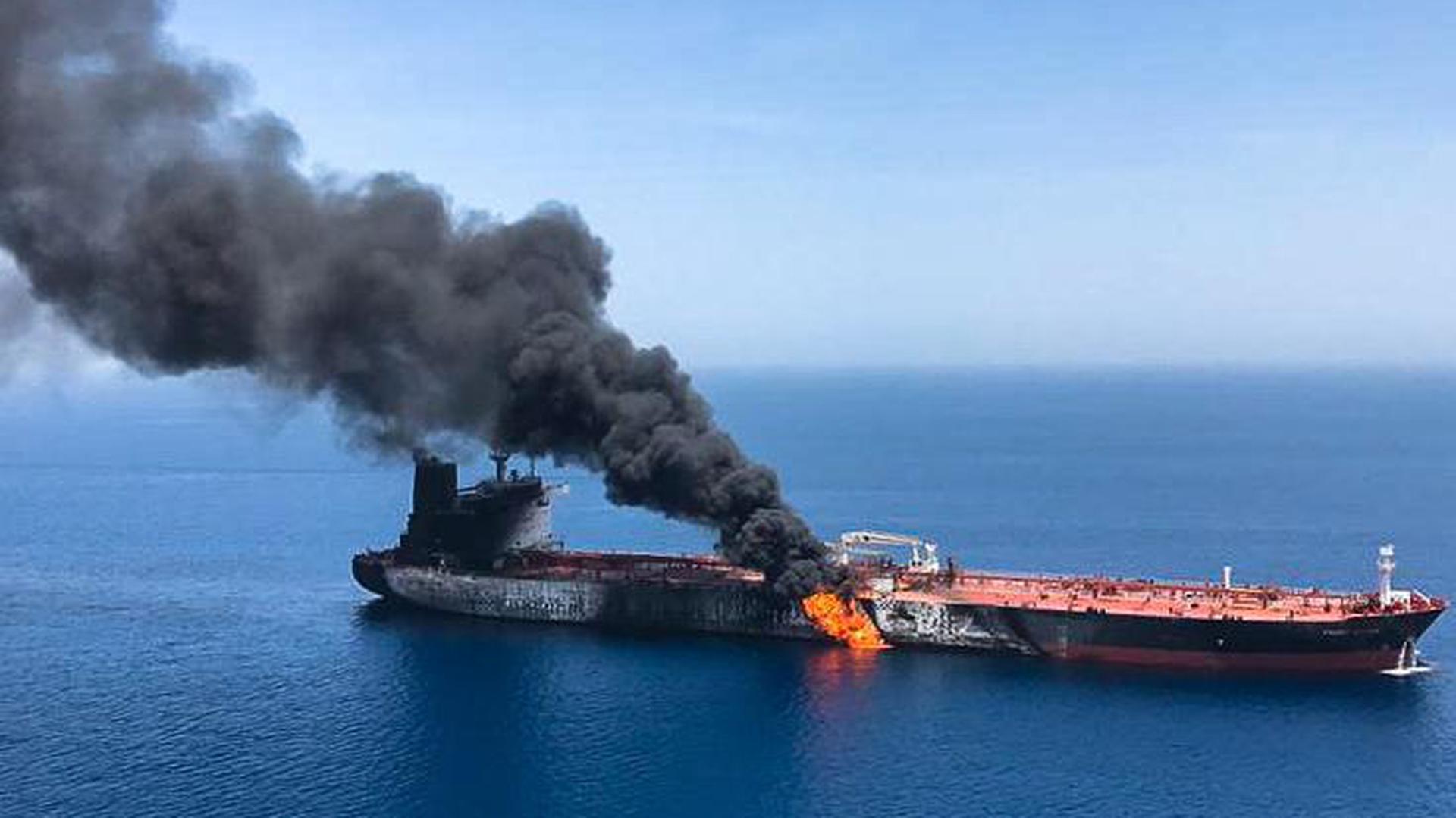 ราคาน้ำมันโลกพุ่งเกือบ 4% หลังเรือบรรทุกน้ำมัน 2 ลำ ถูกโจมตีในอ่าวโอมาน