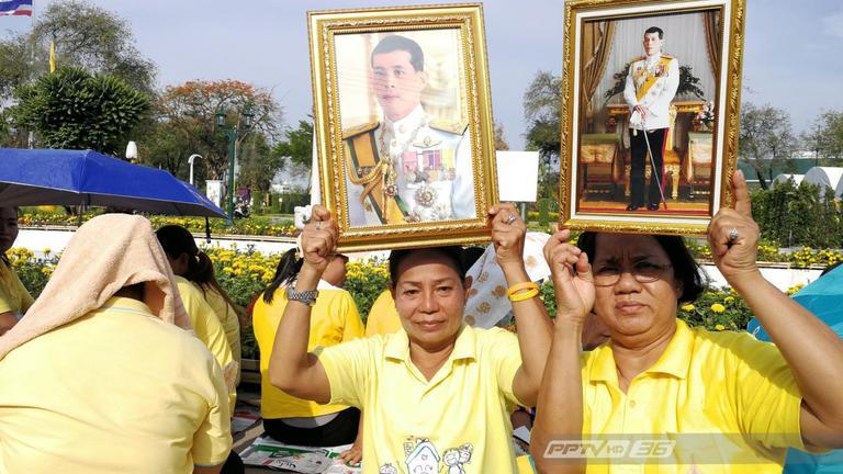 ประชาชนพร้อมใจเดินทางร่วมพระราชพิธีบรมราชาภิเษก