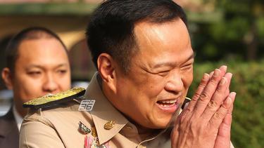 """""""อนุทิน"""" ขออุปทูตจีน ช่วยประสานซื้อยาต้าน โควิด-19 ยันไทยไม่เข้าระยะที่ 3"""