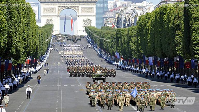 ชาวฝรั่งเศสร่วมฉลองวันชาติสุดคึกคัก