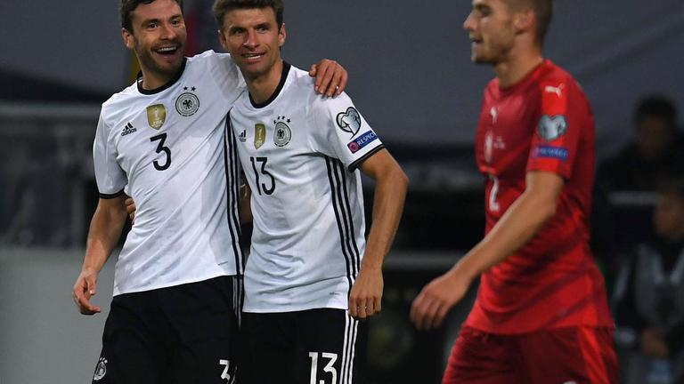 """""""มุลเลอร์"""" เหมา 2 """"เยอรมัน"""" ถล่ม """" เช็ก"""" 3-0"""