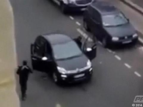1 ในผู้ต้องสงสัยกราดยิงสำนักพิมพ์กลางกรุงปารีสยอมมอบตัว