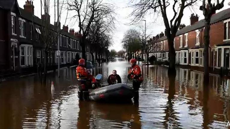 ฝนตกหนักทางเหนืออังกฤษ ทางการสั่งอพยพผู้คนออกจากพื้นที่