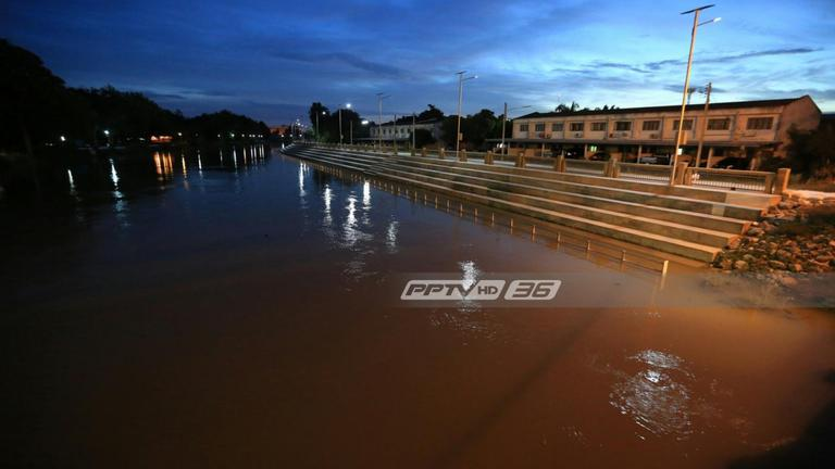 """ชลประทานเพชรบุรี  มั่นใจ วันนี้น้ำยังไม่ท่วม """"เมืองเพชร"""""""