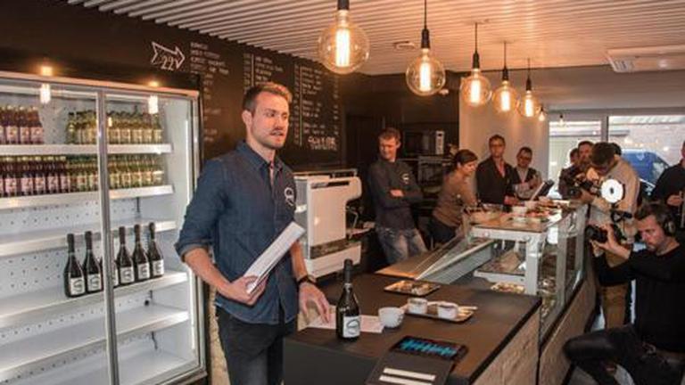 """บาริสต้าคนใหม่ ! """"มิโญเลต์"""" เปิดร้านกาแฟในเบลเยี่ยม"""