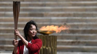 """""""กรีซ"""" ส่งต่อคบเพลิง โอลิมปิกเกมส์ ให้ """"ญี่ปุ่น"""""""