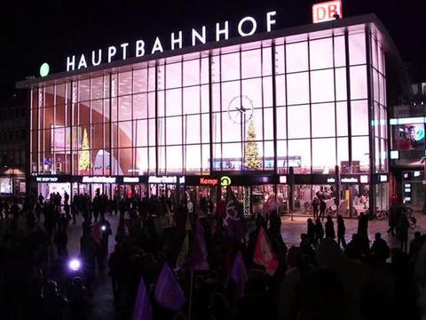 ผู้หญิงนับร้อยในเยอรมนีประท้วง หลังถูกปล้น-คุกคามทางเพศ