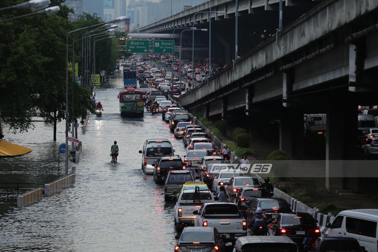 กทม.ยอมรับ ระบบระบายน้ำ ไม่สามารถรับน้ำฝนปริมาณมากได้