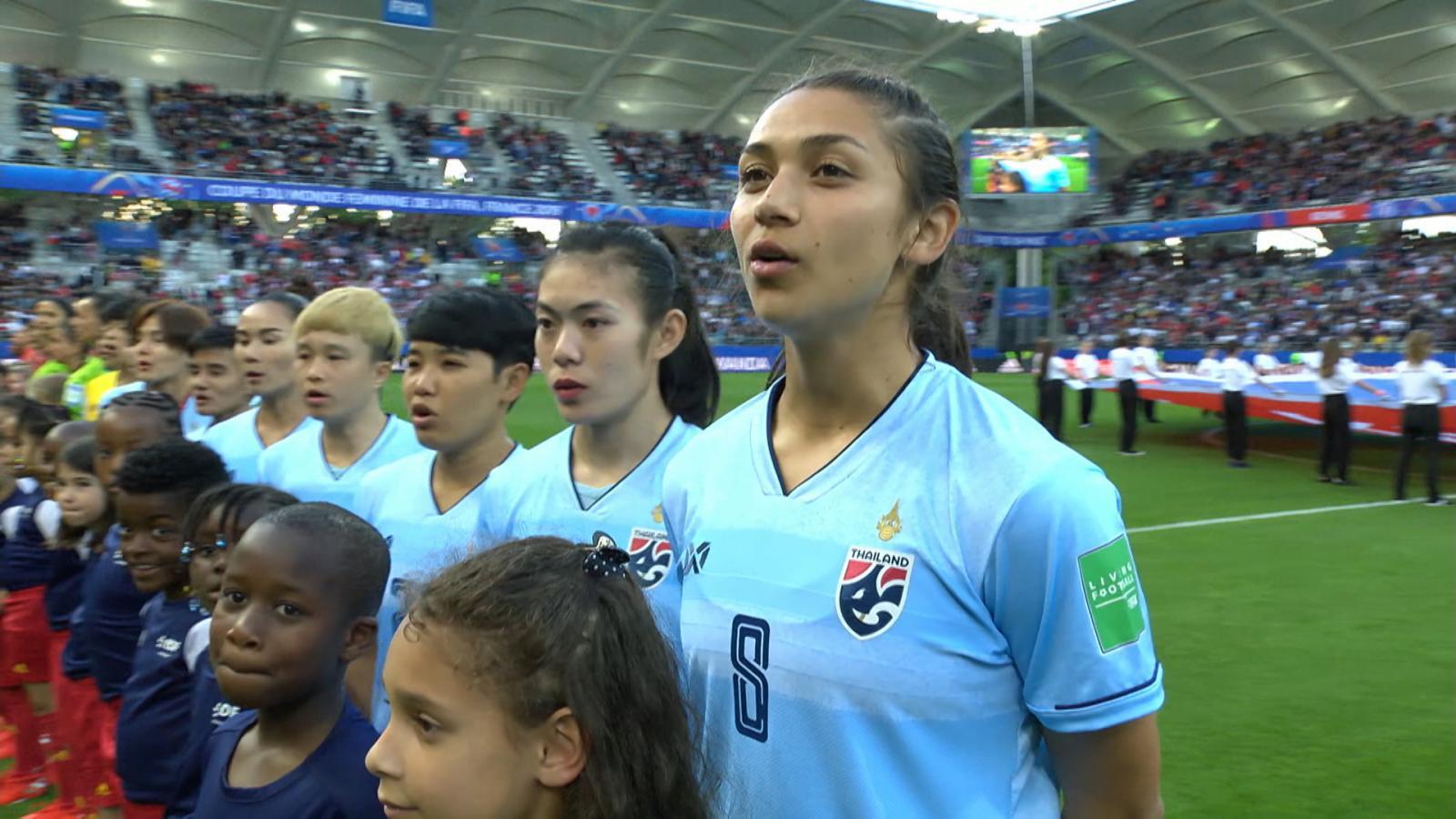 """#เคาะหลังเกม """"ทัพชบาแก้ว"""" ทีมฟุตบอลหญิงไทยพ่าย ทีมชาติสหรัฐอเมริกา 0-13"""