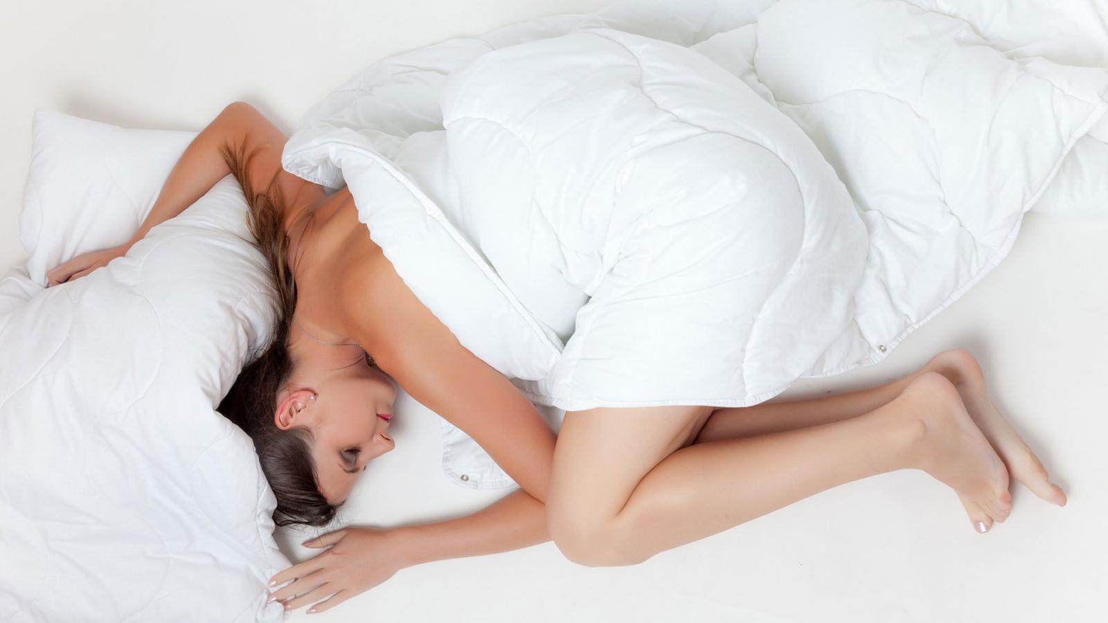 """เตือน!นอนหลับขาดตอน ส่งผลต่อสมอง เสี่ยง """"โรคหัวใจ-อ้วนลงพุง"""""""
