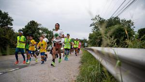 """""""ตูน บอดี้สแลม""""วิ่งก้าวคนละก้าว ช่วยรพ.ภาคอีสาน ยอดบริจาคทะลุ 34 ล้านแล้ว"""