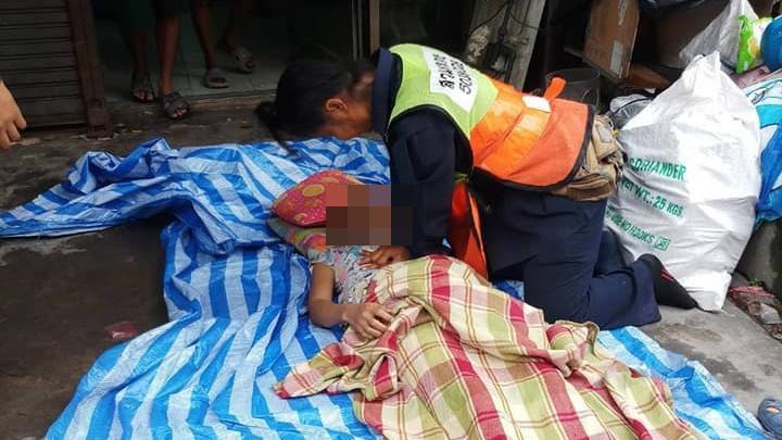 ยื้อชีวิต !! พนง.กวาดถนน ทำCPR ช่วย สาวใหญ่หัวใจวาย