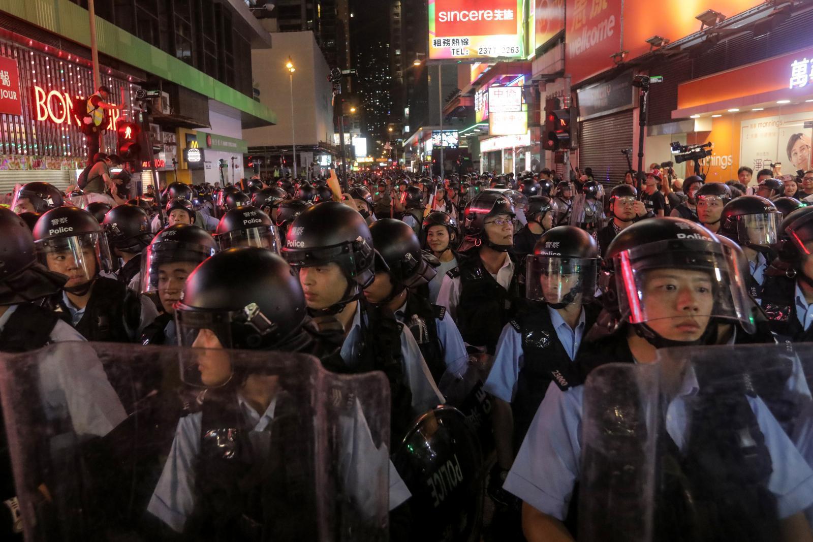 ชาวฮ่องกงประท้วงต่อเนื่องมากกว่า 2.3 แสนคน