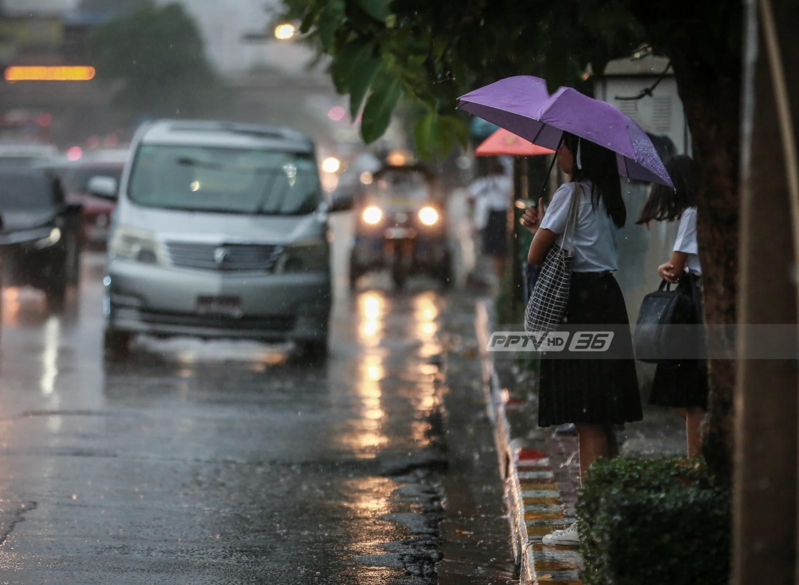 """อุตุฯพยากรณ์อากาศบางพื้นที่ """"ฝนตกหนัก-ลมแรง"""" ต่ออีก 1 วัน"""