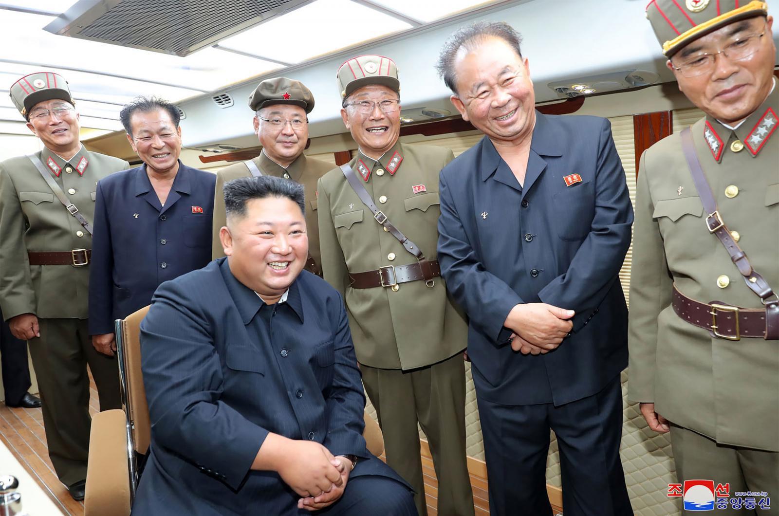 """เกาหลีเหนือยิงอีก! อ้างทดสอบอาวุธใหม่ - """"ทรัมป์"""" เผย """"คิม จอง อึน"""" ส่ง จม.ขอโทษ"""