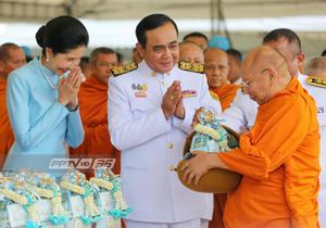 นายกฯ-ครม. ทำบุญวันแม่ ชวนเด็กศึกษาประวัติศาสตร์ไทย หวังช่วยพัฒนาประเทศ